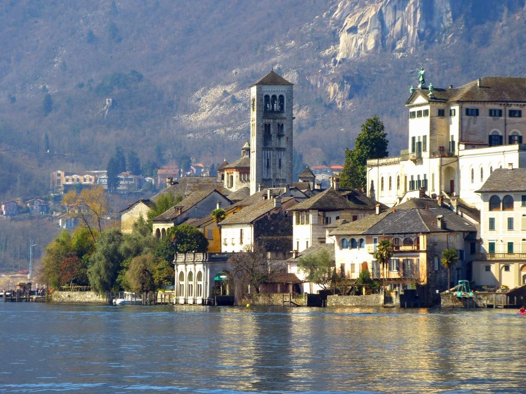 campanile della basilica in lontananza